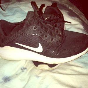 Nike black and white sneakers